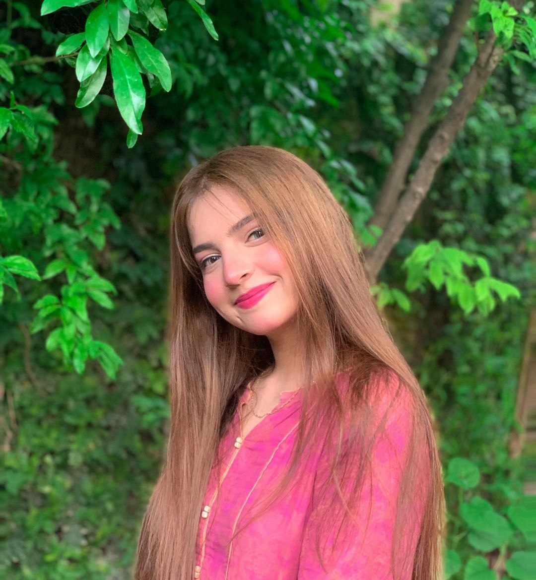 Pawri Ho Rahi Hai Girl Dananeer Mobeen PC Desktop Wallpaper